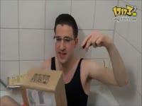宅男与卡通美女浴巾浴袍共浴的视频