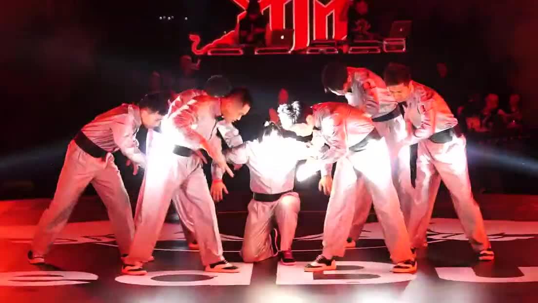热点视频 郑州嘻哈帮popping|2013红牛hittop总决赛齐舞比赛-hittop