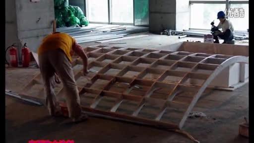 建筑钢结构-钢结构施工视频-贴砖实录之地砖进场-钢