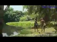 视频: 高清花絮 鳄鱼瞬间吞噬大美女 crocodile