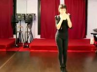 紧身牛仔裤美女热舞 游戏视频