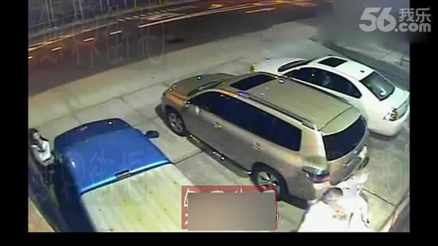 监控实拍美女停车场小便 游戏视频