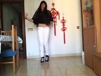 白色紧身裤美女热舞 游戏视频