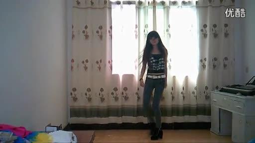 牛仔裤美女自拍热舞练习