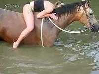 20140210美女泳装水下骑马 美女