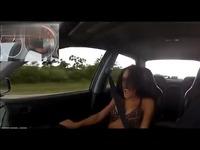 比基尼大胸美女试跑车 游戏视频