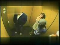 电梯搞笑美女恶搞搞笑经典国外恶搞电梯里 200