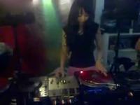 视频: 高清特辑 美女dj高高现场打碟
