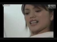 疯狂搞笑娱乐视频:日本美女被男人这样摸胸