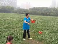 雷雷学练双头玩具空竹二-视频热推空竹_1717一线小雷视频图片