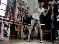 牛仔裤美女 热舞自拍 视频