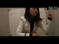 视频: 超清预告 美女上厕所没带纸怎么办!